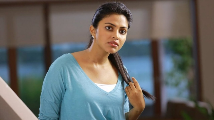 Amala Paul Nickname, Father name, Mother name and Family details