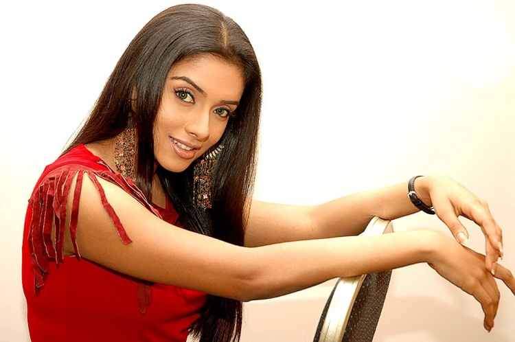 Asin Thottumkal Date of Birth, Birth Place, Age, Sun Sign and Moon Sign