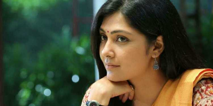 Kamalinee Mukherjee Wiki Bio Age Husband Salary Photos Video News Ig