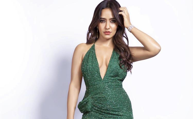 Neha Sharma Figure, Height, Weight, Hair Colour and Eye Colour