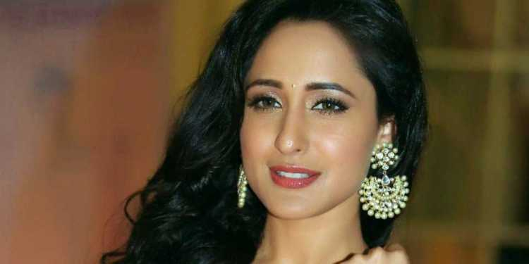 Pragya Jaiswal Wiki Bio Age Husband Salary Photos Video News Ig Fb Tw