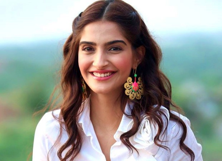 Sonam Kapoor Wiki Bio Age Husband Salary Photos Video News Ig Fb Tw