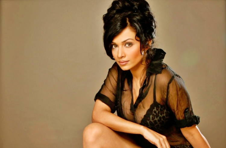 Flora Saini Nickname, Father name, Mother name and Family details