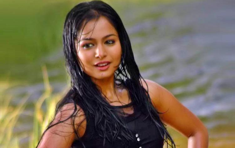Poornitha Favourite Food, Colour, Destination and Hobbies