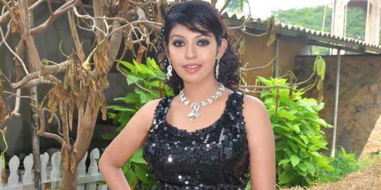 Prathishta Wiki Bio Age Husband Salary Photos Video News Ig Fb Tw