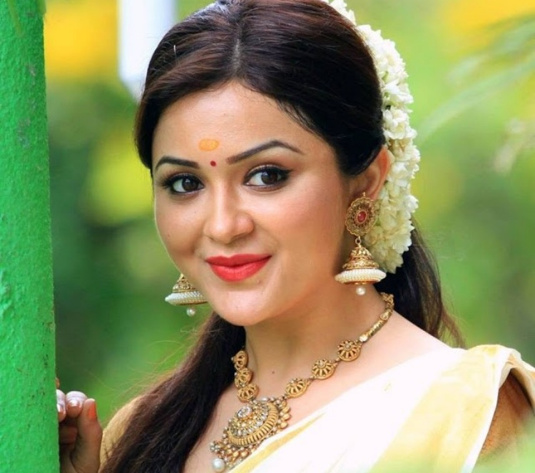 Ragini Nadwani Figure, Height, Weight, Hair Colour and Eye Colour