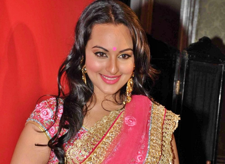 Sonakshi Sinha Favourite Food, Colour, Destination and Hobbies