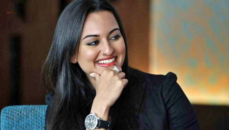 Sonakshi Sinha Nickname, Father name, Mother name and Family details