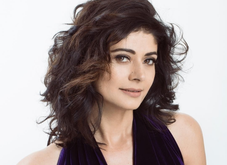 Pooja Batra Date of Brith, Brith Place, Age, Sun Sign and Moon Sign