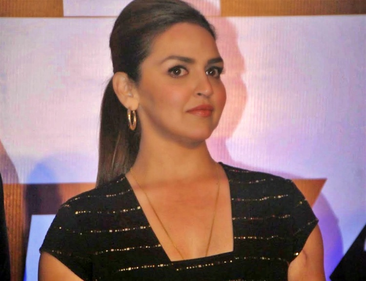 Esha Deol Nickname, Father name, Mother name and Family details