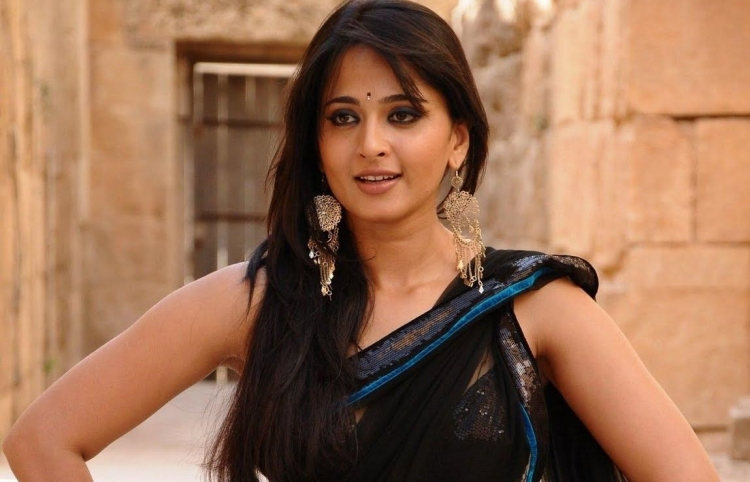 Anushka Shetty Nickname, Father name, Mother name and Family details
