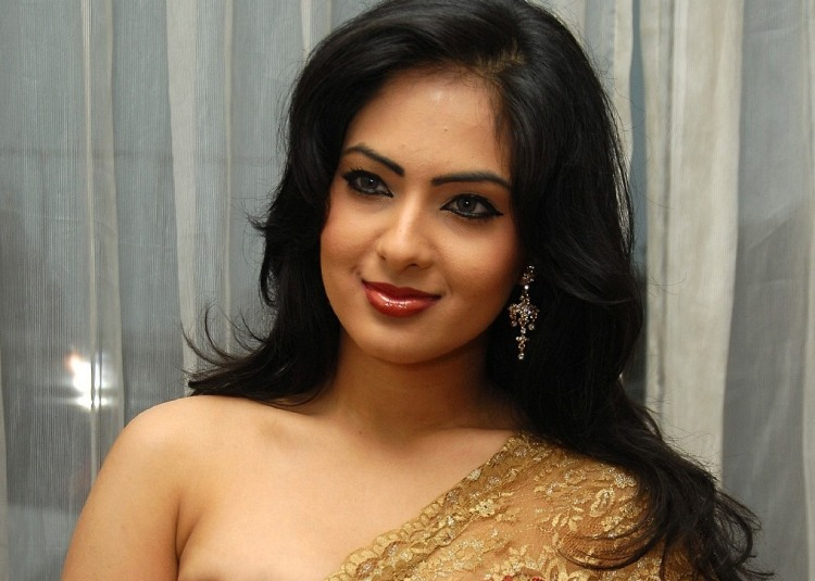 Nikesha Patel Figure, Height, Weight, Hair Colour and Eye Colour