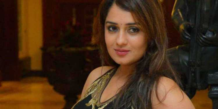 Nikita Thukral Wiki Bio Age Husband Salary Photos Video News Ig Fb Tw