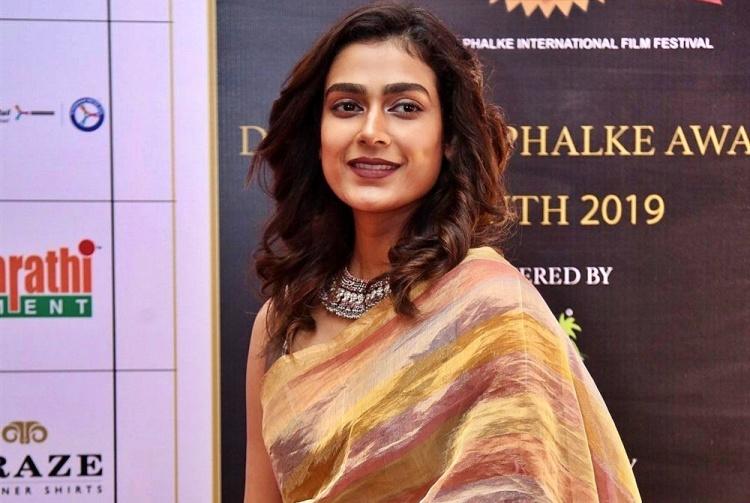 Aakanksha Singh Figure, Height, Weight, Hair Colour and Eye Colour