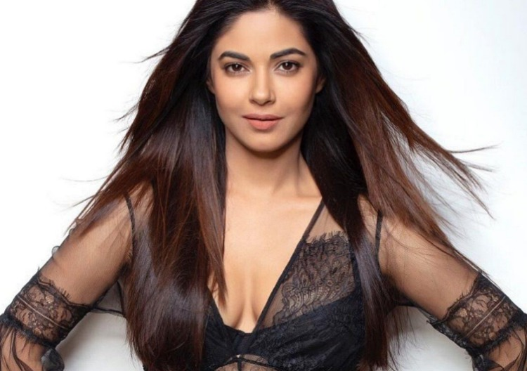 Meera Chopra Figure, Height, Weight, Hair Colour and Eye Colour
