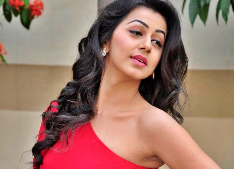 Nikki Galrani Figure, Height, Weight, Hair Colour and Eye Colour