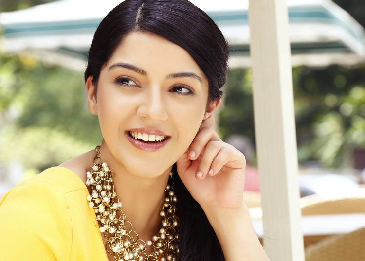 Mehreen Pirzada Figure, Height, Weight, Hair Colour and Eye Colour