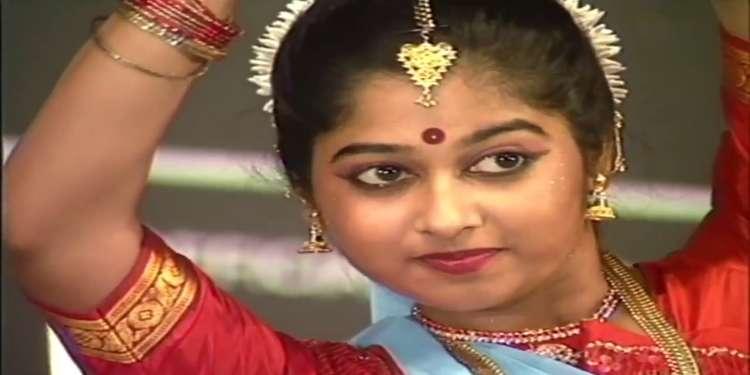 Monisha Unni Wiki Bio Age Husband Salary Photos Video News Ig Fb Tw