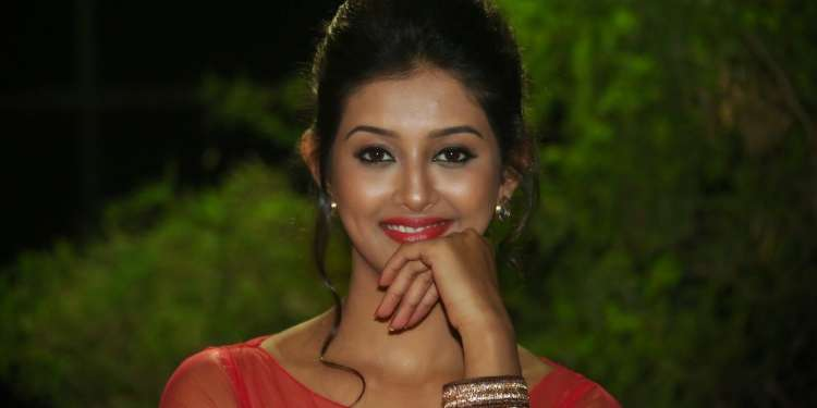 Pooja Jhaveri Wiki Bio Age Husband Salary Photos Video News Ig Fb Tw