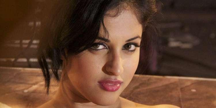 Priya Banerjee Wiki Bio Age Husband Salary Photos Video News Ig Fb Tw