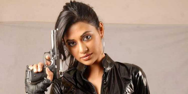 Ashima Bhalla Wiki Bio Age Husband Salary Photos Video News Ig Fb Tw