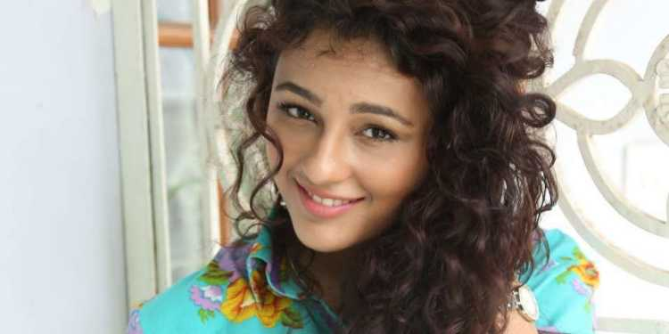 Seerat Kapoor Wiki Bio Age Husband Salary Photos Video News Ig Fb Tw