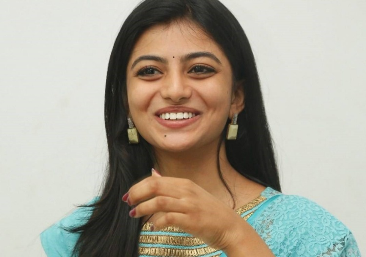 Anandhi Nickname, Father name, Mother name and Family details