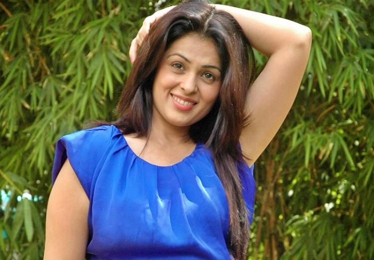 Anjana Sukhani Nickname, Father name, Mother name and Family details