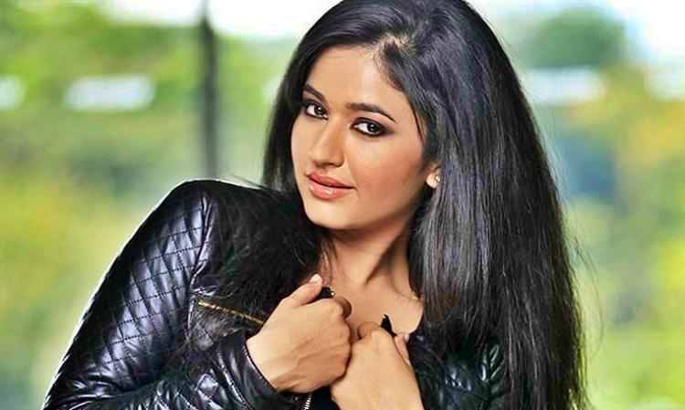 Poonam Bajwa Favourite Film, Actor and Actress