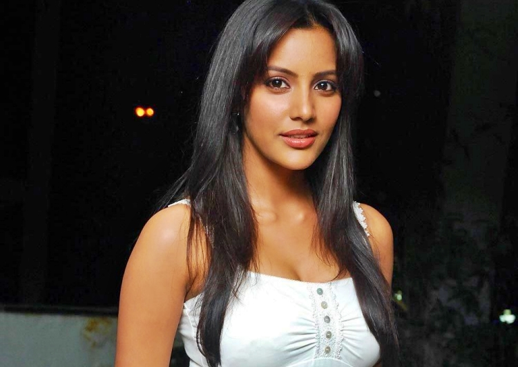 Priya Anand Date of Birth, Birth Place, Age, Sun Sign and Moon Sign