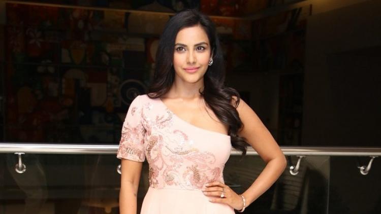 Priya Anand Nickname, Father name, Mother name and Family details