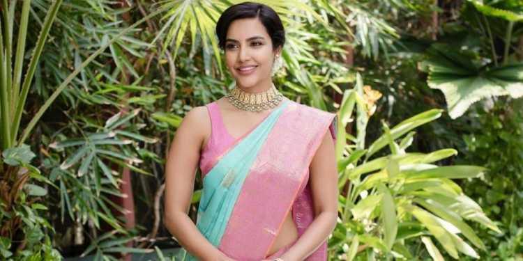Priya Anand Wiki Bio Age Husband Salary Photos Video News Ig Fb Tw