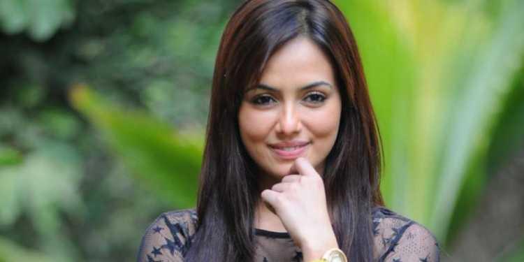 Sana Khan Wiki Bio Age Husband Salary Photos Video News Ig Fb Tw