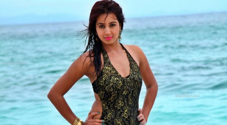 Sanjjanaa Galrani Favourite Food, Colour, Destination and Hobbies