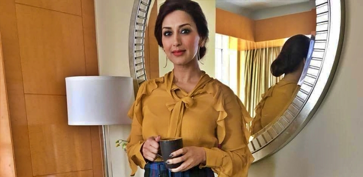 Sonali Bendre Figure, Height, Weight, Hair Colour and Eye Colour