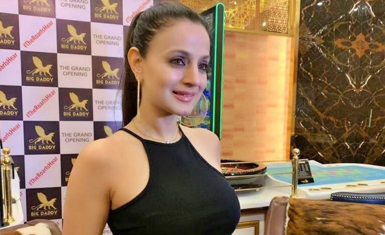 Ameesha Patel Figure, Height, Weight, Hair Colour and Eye Colour