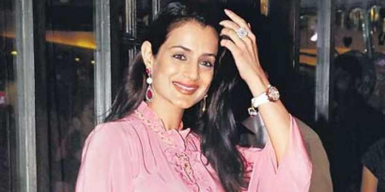 Ameesha Patel Wiki Bio Age Husband Salary Photos Video News Ig Fb Tw