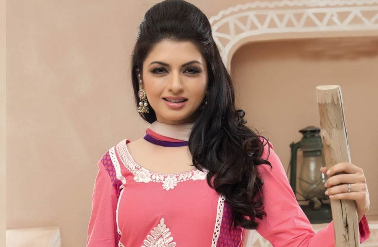 Bhagyashree Date of Birth, Birth Place, Age, Sun Sign and Moon Sign