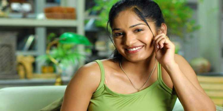 Madhavi Latha-Wiki-Bio-Age-Husband-Salary-Photos-Video-News-Ig-Fb-Tw