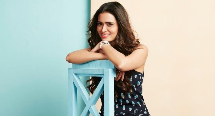 Meenakshi Dixit Favourite Film, Actor and Actress
