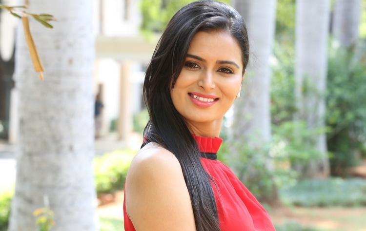 Meenakshi Dixit Nickname, Father name, Mother name and Family details
