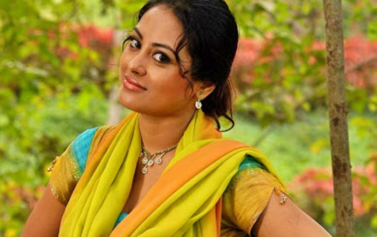 Meenakshi Figure, Height, Weight, Hair Colour and Eye Colour
