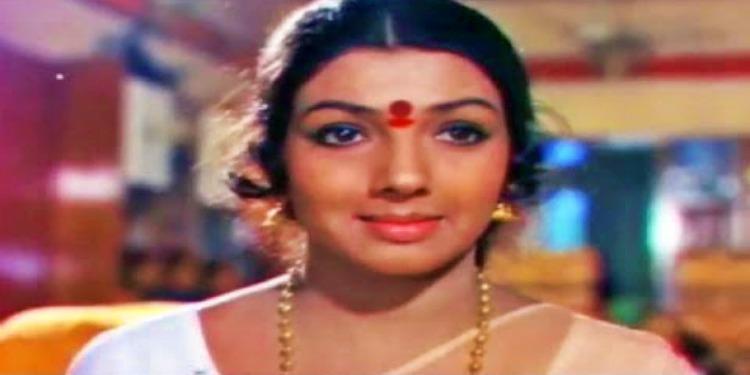 Aarathi - Wiki-Bio-Age-Husband-Salary-Photos-Video-News-Ig-Fb-Tw