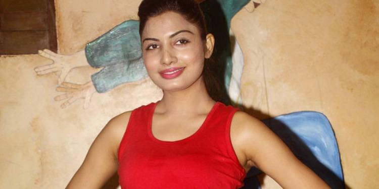 Avani Modi-Wiki-Bio-Age-Husband-Salary-Photos-Video-News-Ig-Fb-Tw