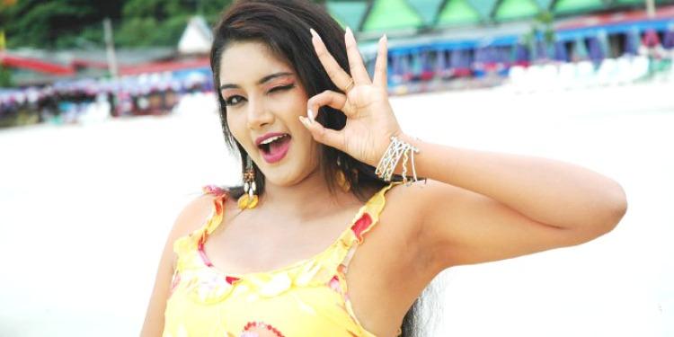 Lakshana-Wiki-Bio-Age-Husband-Salary-Photos-Video-News-Ig-Fb-Tw