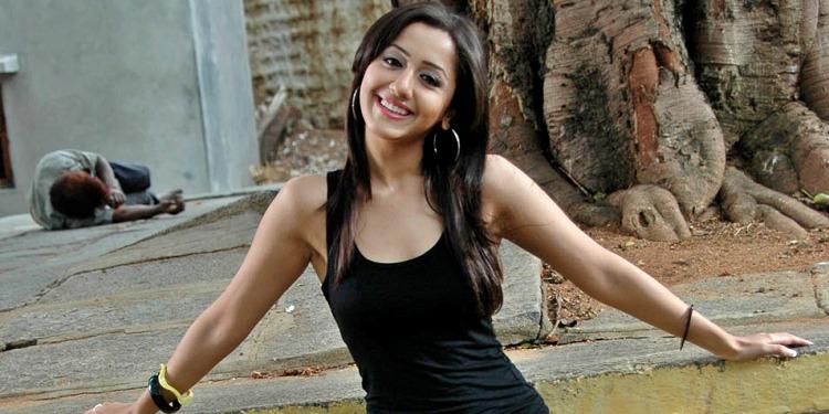 Mallika Kapoor-Wiki-Bio-Age-Husband-Salary-Photos-Video-News-Ig-Fb-Tw