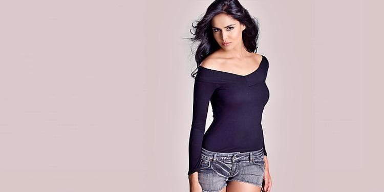 Nathalia Kaur-Wiki-Bio-Age-Husband-Salary-Photos-Video-News-Ig-Fb-Tw
