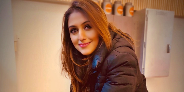 Aarti - Chabria-Wiki-Bio-Age-Husband-Salary-Photos-Video-News-Ig-Fb-Tw