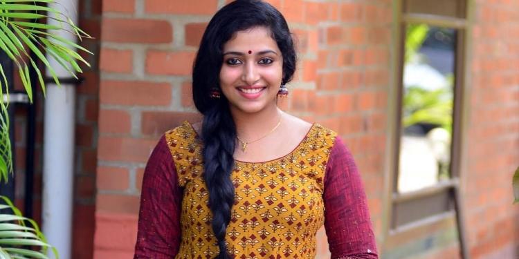 Anu- Sithara-Wiki-Bio-Age-Husband-Salary-Photos-Video-News-Ig-Fb-Tw