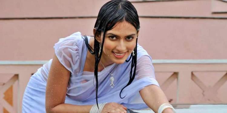 Gowri-Pandit-Wiki-Bio-Age-Husband-Salary-Photos-Video-News-Ig-Fb-Tw
